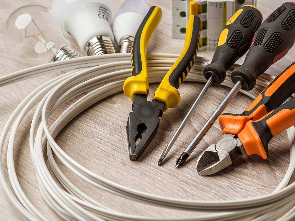 Find an electrician to handle your emergency problem