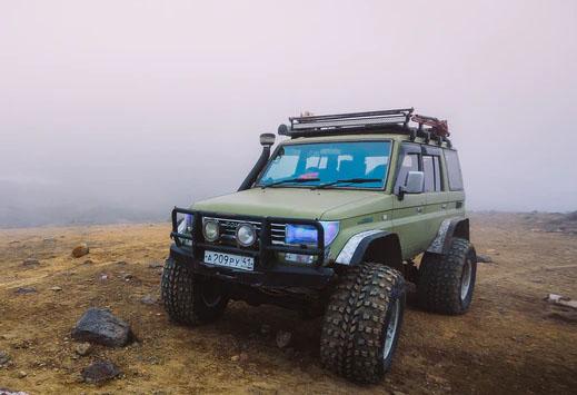 Four Wheel Driving Tours in dubai desert